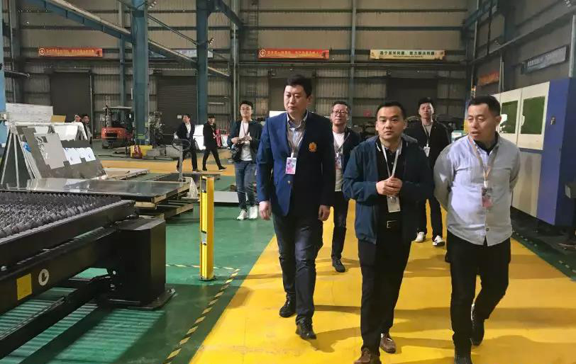 Signage industry association of Heilongjiang and Shandong Province  have visited COSUN SIGN to study